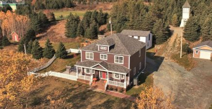 38 North River Road, North River 1224011