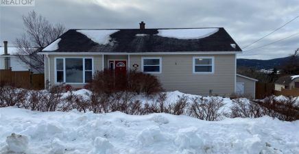 6 Meetinghouse Road, Pouch Cove 1225832